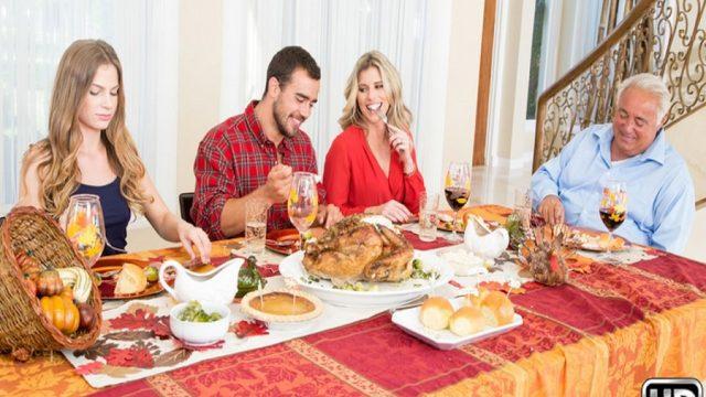 Yemeğe Gelen Damadına Tatlı İkramını Amıyla Sundu